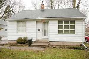 ENJOY LIVING IN PORTCREDIT MISSISSAUGA-HOUSE FOR LEASE