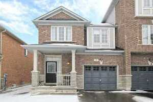 Beautiful 3Br Town House in Bayview/Wellington ,Aurora For Rent!