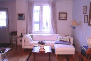 JUNE-Furnished Room in Townhouse-2 Blocks from John Abbott