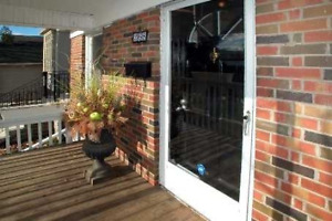 UPPER LEVEL BUNGALOW FOR RENT $2,400/ MONTH  IN NORTH YORK!!