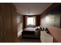 Holiday rental until new year - One room in two bed flat
