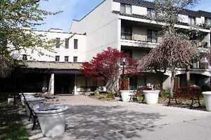 Great Room In Condo Townhouse Don Mills/ Finch