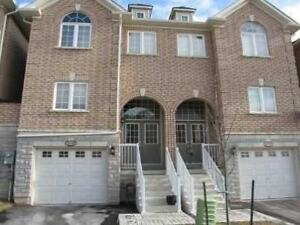 Hurontario 3 Bdrm Freehold Townhouse W/ Walk Out Fin Bsmnt