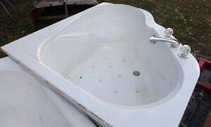 TUB two person hot tub with bubbler