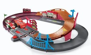 Shake and go track with 4 cars