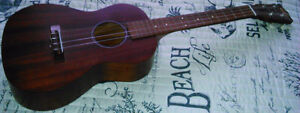 UKELELE FOR ADULT, EXCELLENT CONDITION