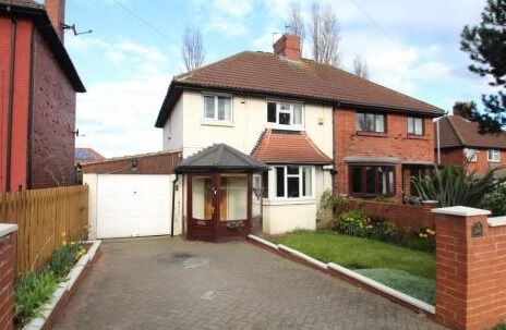 @@@ 5 bed house with two bathrooms, garden and parking up to 3 cars plus garage @@@