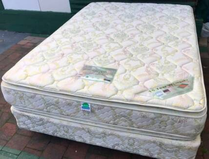 Excellent condition Queen Bed Set for sale. Delivery option avail