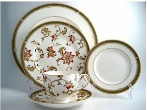 7 place settings of Wedgewood China For Sale - Oberon