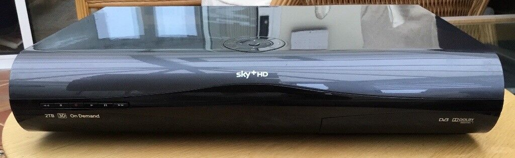 Sky HD 3D box (2TB) and remote control. Very good condition.