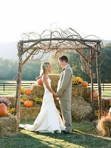 Golden straw bales for your wedding decor / special events!