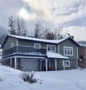 4 BDRM, 3 BATH FINISHED BASEMENT  FOR RENT IN CROWSNEST PASS, AB