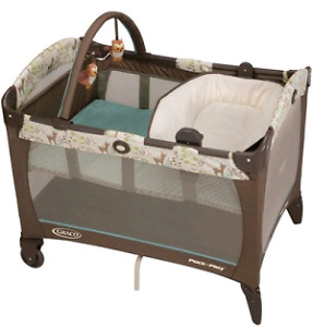 Graco Pack n Play with bassinet and reversible napper/changer