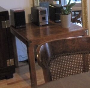 Henredon Side Table in Excellent Condition
