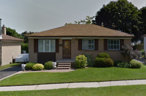 **SPACIOUS 3 BDRM** NEW KITCHEN / BATHROOM!!! Avail Now. Oshawa.