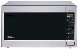 Four micro-ondes de comptoir de 2.2 pi³ Stainless ( NN-T945SFX )