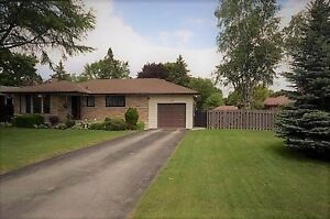 Cozy 3 Bedroom Bungalow Stratford, ON