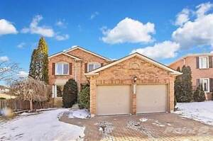 Homes for Sale in Yonge St, Newmarket, Ontario $900,000