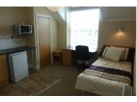 EN-SUITE SELF CONTAINED STUDIO FLAT W/ KITCHENETTE (FOR STUDENTS)