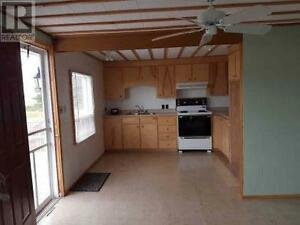 Barter/Waterfront  Cottage-10 minutes to Charlettown Share 2 bed
