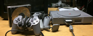 PLAYSTATION 1 GAMING. SYSTEM + 3 Controllers