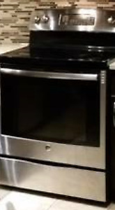 2 yr old GE stove with oven Stainless steel PCB905SjSS