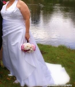 White Wedding Dress with Shoes...dress size 22/24