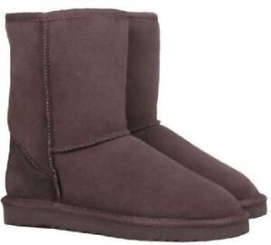 UGG Classic Short Boots in Chocolate-Excellent condition!