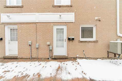 226 townhouse cres
