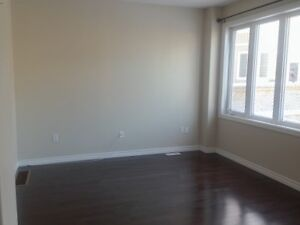 ALL INCLUSIVE---Great Townhouse in a quiet neighbourhood - MAY 1