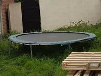 TRAMPOLINE OUTDOORS