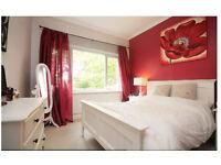 2 BEDROOM FLAT FOR RENT - TWICKENHAM - SEPERATE KICTHEN, SITTING ROOM, BATHROOM, GARDEN AND PARKING