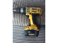 dewalt 18v cordless drill/screwdiver with case and spare battery