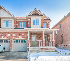 Own this Beautiful 3 Bedroom Semi-detach house in Markham