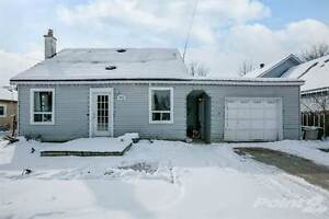 Homes for Sale in Angus, Essa, Ontario $279,000