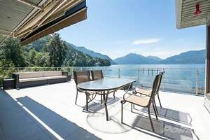 LUXURY WATERFRONT RESIDENCE ON HARRISON LAKE