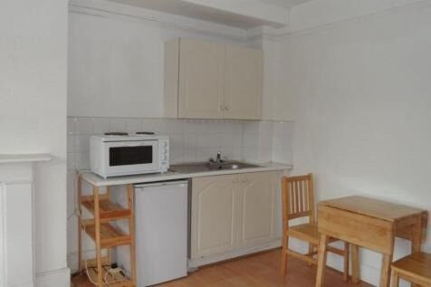 Bright studio for rent in Kilburn