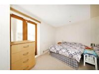 Lovely two bedroom e14 area, £380 per week, dss welcome with full fund upfront