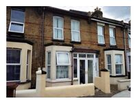 2 BED PROPERTY FOR RENT IN GILLINGHAM £850 A MONTH