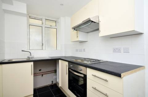 Two bedroom apartment close to all amenities with roof terrace - Warren Court, NW1