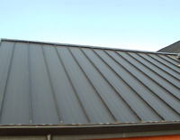 steel roofing installer