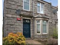 2 bedroom self contained period ground floor flat. Permit parking, council tax D. Gas heating