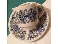Royal Doulton Atlantis - 6 tea cups and saucers in excellent condition.