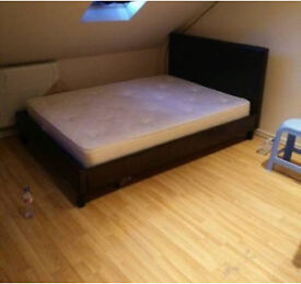 Double room with Ensuite For female In Ilford Close to station