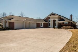 WATERFRONT OAKFIELD PARK HOME 4BDR 4BTH!!!