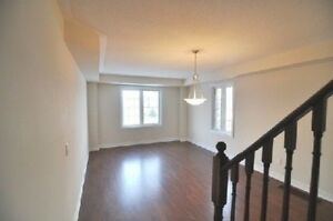 STUNNING 3 Bed, 3 Bath TOWNHOUSE For Rent in Markham!