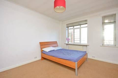 Refurbished studio flat close to amenities - Warren Court, NW1