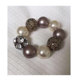Bracelets / elasticated and fixed / shell / beads