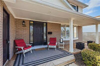 Four Bedroom Detached House in Aurora (Yonge/Orchard Heights)
