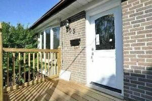 **Rent Rent 3 Bedroom Bangalow (upstairs only)in Newmarket***